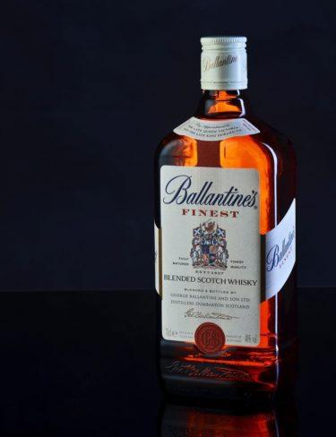 """【ウイスキー紹介】スコッチの代名詞!!""""バランタイン Ballantine's""""が「The Scotch」と呼ばれるヒミツに迫る!!"""