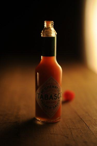 タバスコって樽熟成していたの!?こだわりの製法で作られ、意外とウイスキーに関係深いタバスコ TABASCOの魅力